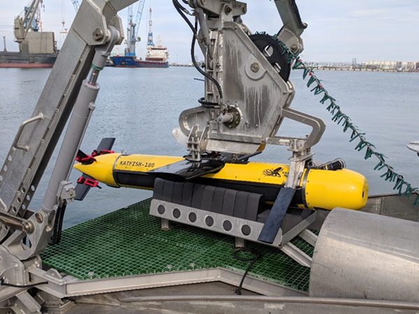 Side profile of KATFISH mounted on Seagull's Launch & Recovery System Photo: Kraken Robotics Inc.