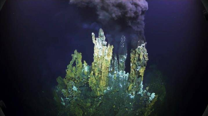 One of the smokers in the hydrothermal vent field at Niua South, Lau Basin (Credit: SOI)