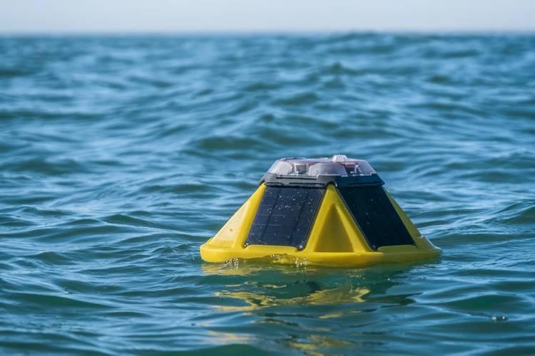 Sofar Ocean's free drifting Spotter buoy in open ocean water. © Sofar Ocean