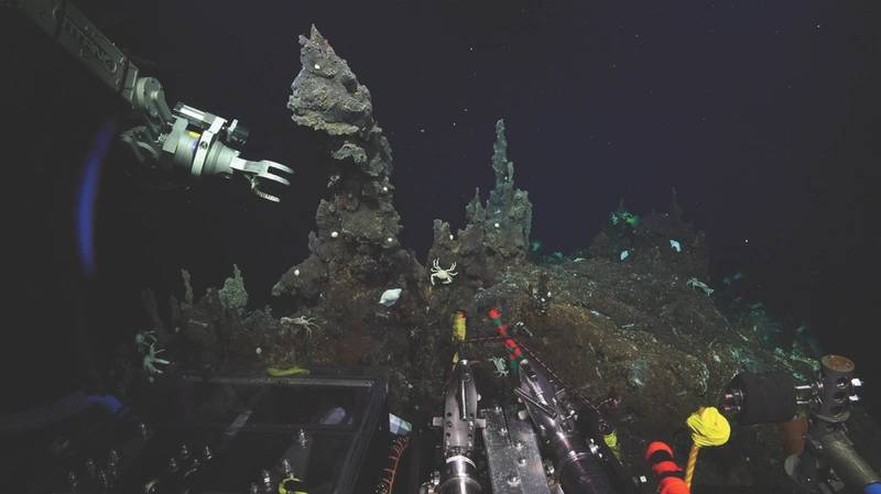 SuBastian prepares to take a chimney sample (Photo: Schmidt Ocean Institute)