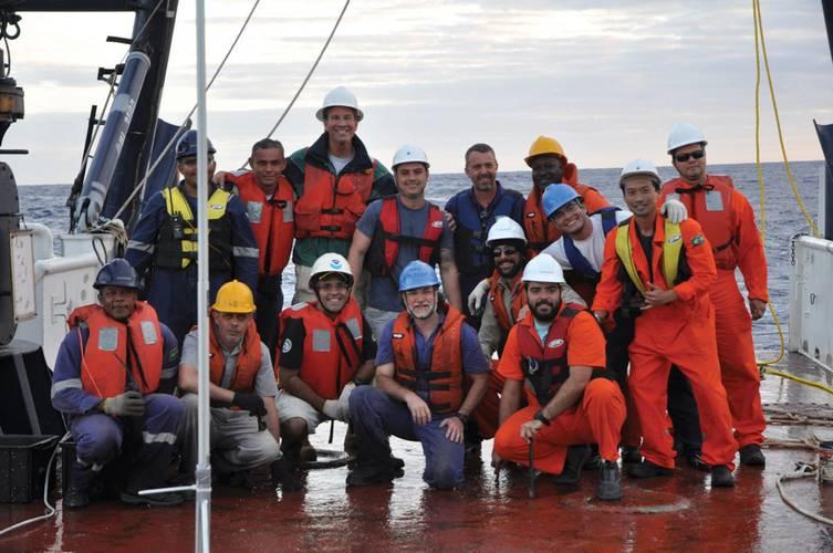 The Team Chief Scientist for the ATLAS-B cruise was Carlos Franca along with IOUSP RV Alpha Crucis crew and the AMBIDADOS/RDSEA team: Marcelo Toffoli, Leonardo Kuniyoshi, Marcelo Perantoni, Rick Cole and invited researcher Leonardo Barreira (Co-Author), from the IEAPM.