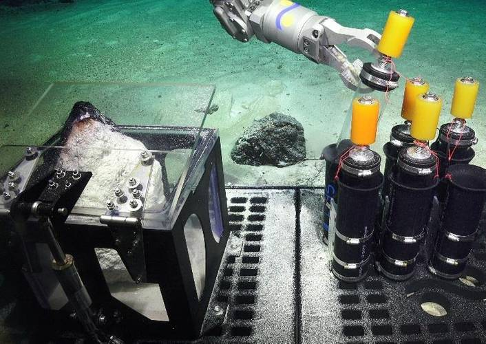 Testing the manipulator arm and biological boxes (Photo Schmidt Ocean Institute)