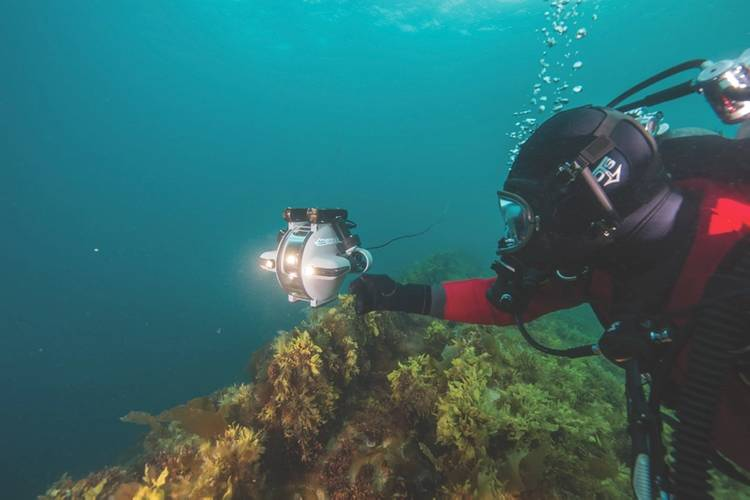 Thierry Boyer (selfie) and Deep Trekker ROV above the HMS Erebus wreck. (© Parks Canada)