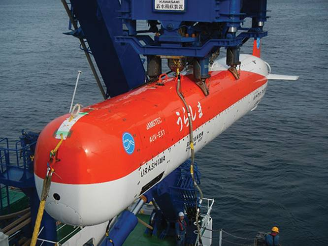 JAMSTEC's AUV URASHIMA being recovered by the R/V Yokosuka following a successful trial